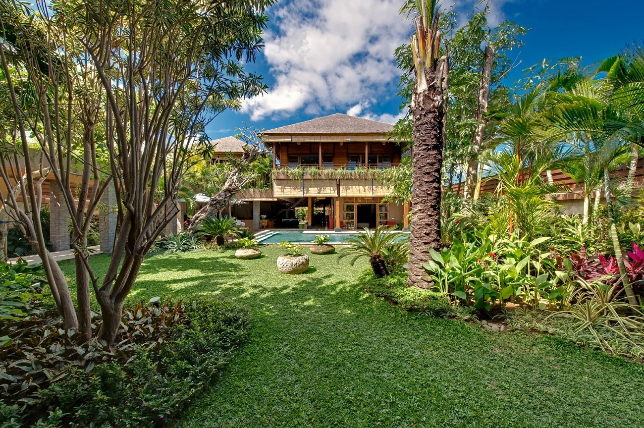 Surrounded by fantastic garden views, you'll never feel overlooked here at Villa Kinaree Estate
